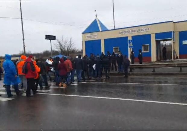 Моряки перекрыли Киевскую трассу. Фото: 048