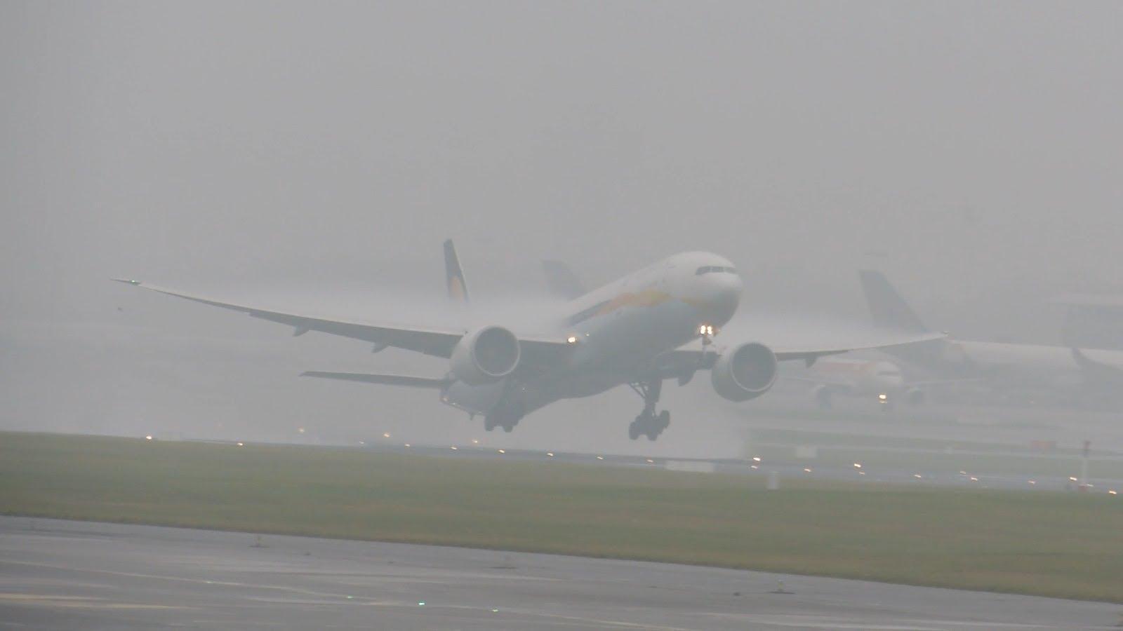 Фото самолет и туман