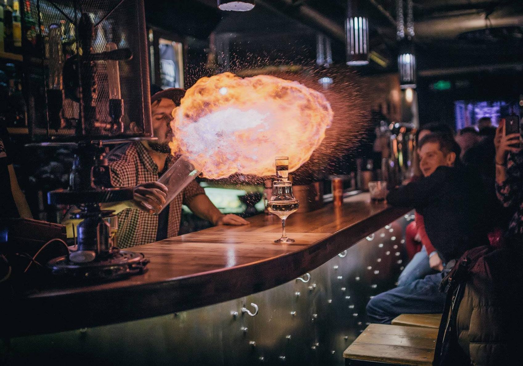 Ночные клубы гжель стриптиз бар зажигалка чита