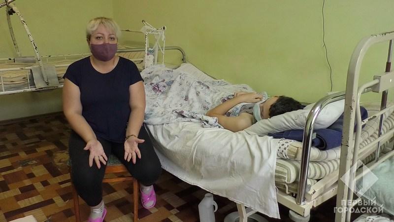 Мама ребенка в больнице с сыном. Фото: Первый городской