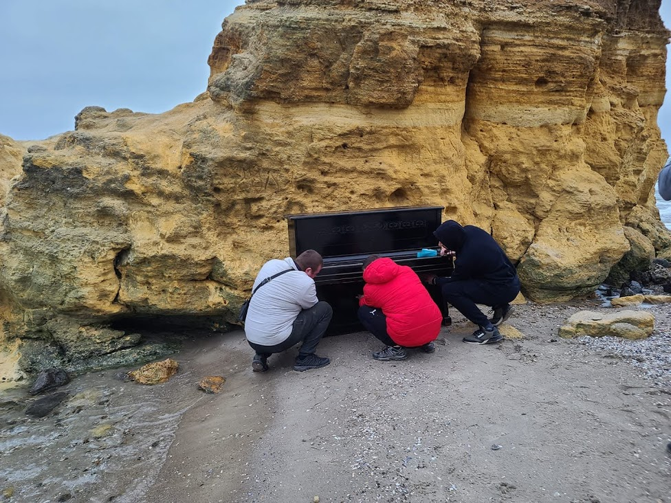 Пианино на одесском пляже. фото: Дмитрий Милютин