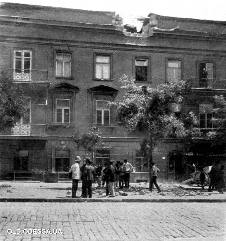 Одесса, улица Нежинская, 71, 29 июня 1905 года. Фотография из газеты «L'illustration» от 15 июля 1905 год. Источник: viknaodessa.od.ua