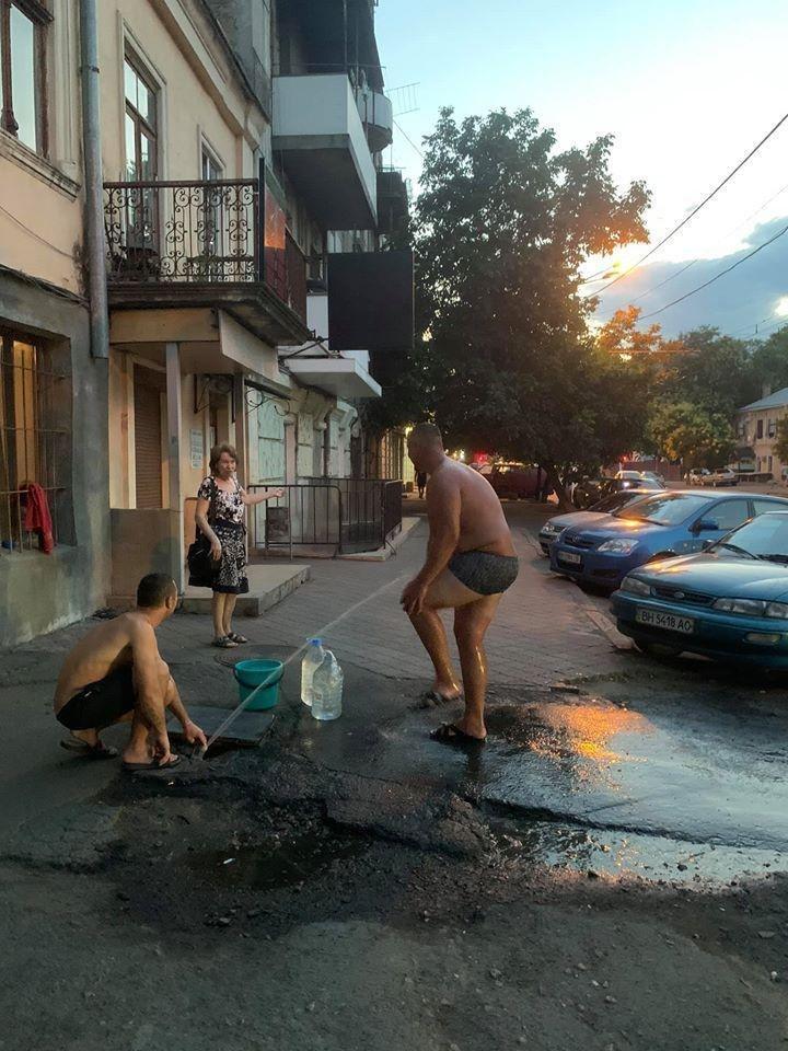 Душ на улице Фото Веры Грузовой.