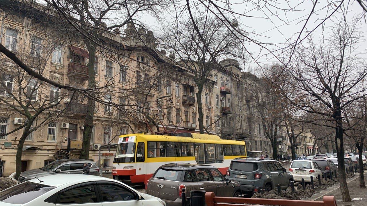 Нежинская и трамвай. Фото автора