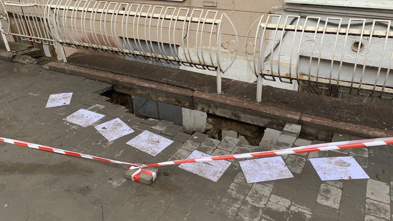 Обвал на Нежинской. Фото автора