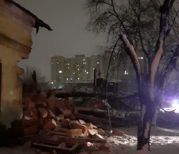 Упавшее дерево на улице Головковского. Фото: Служба чрезвычайных ситуаций
