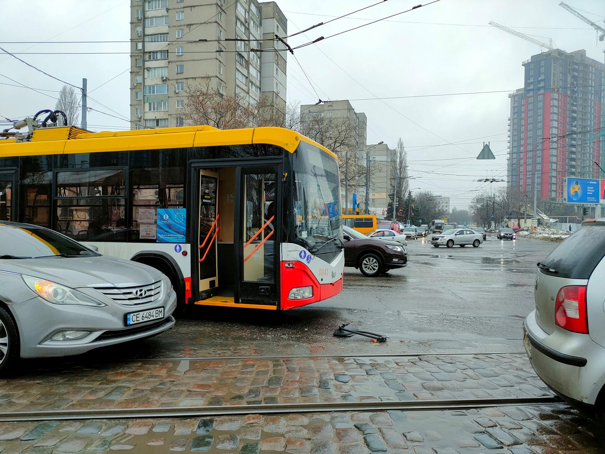 Я паркуюсь как: свежая фотоподборка наглых водителей в Одессе. Фото: Иван Бошку