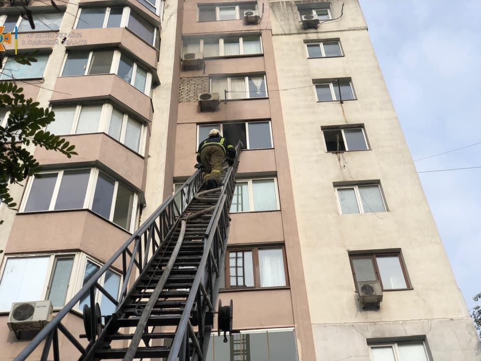 В десятиэтажном доме на Дюковской горела квартира. Фото: ГСЧС