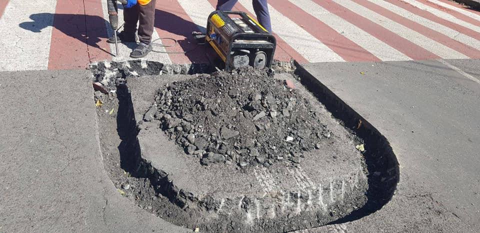 На дорогах Одессы начали строить островки безопасности. Фото: Артем Сидоренко
