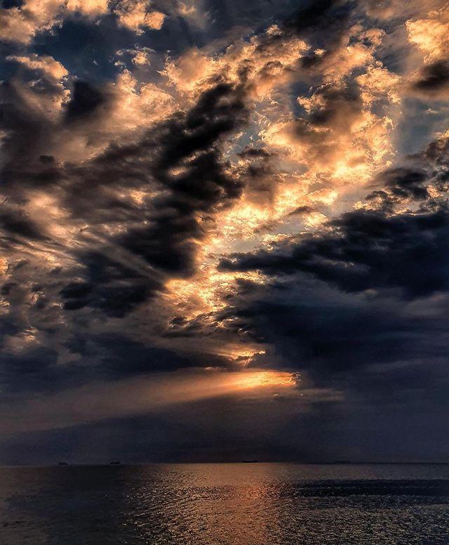 Холодные закаты и рассветы: посмотри, как прекрасна Одесса. Фото: instagram.com/vikotik