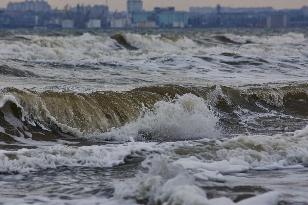 Шторм в Одессе. Фото: Дмитрий Дьяченко