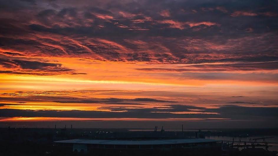 В Одессе 30 мая наблюдали яркий закат. Фото: instagram.com/kseniya.ard