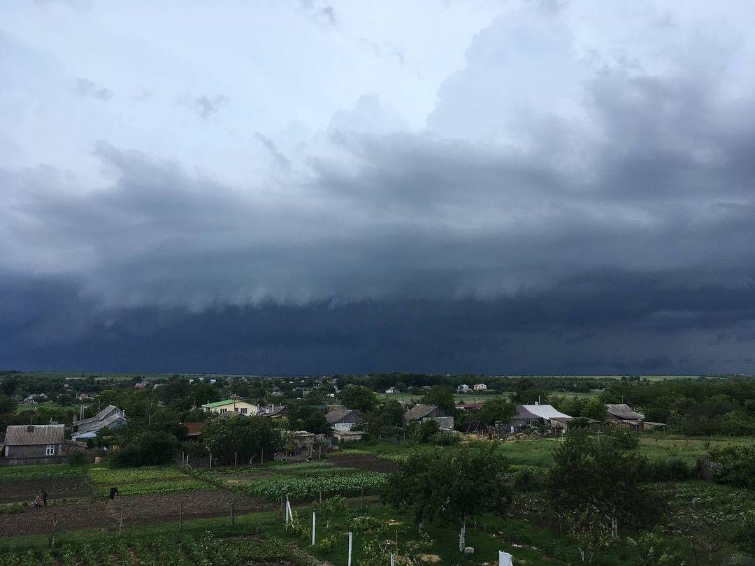 13 июня одесситы поделились снимками штормового неба. Фото: The weather LAB