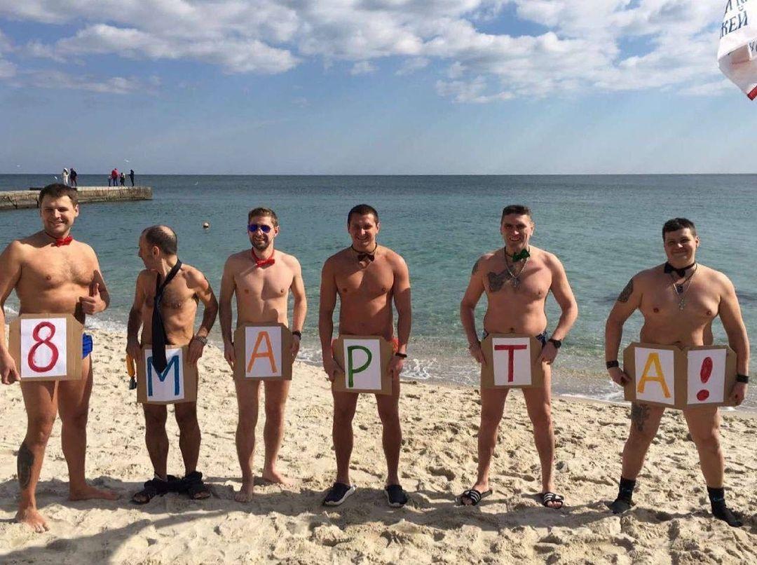 """Велопробег, авторалли и купания: одесситы начали встречать 8 марта. Фото: """"Одесский клуб моржей"""""""