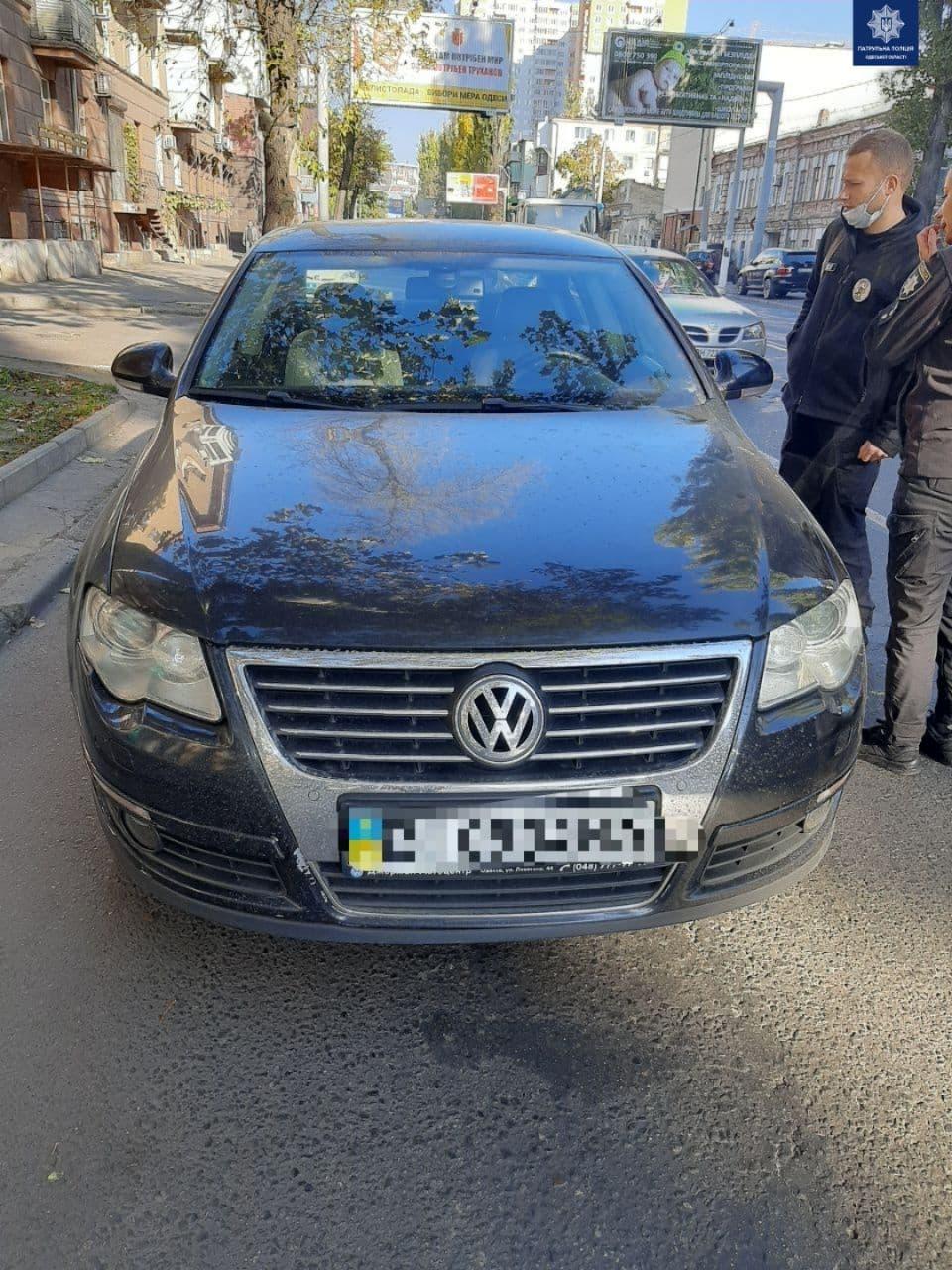 День не задался: в центре Одессы сбили молодого мужчину. Фото: патрульная полиция