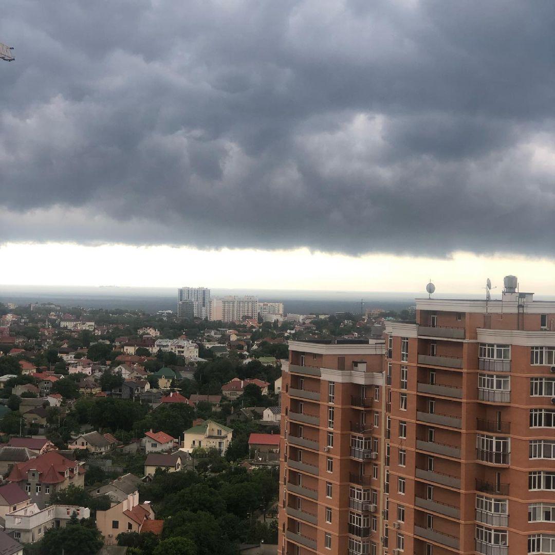 13 июня одесситы поделились снимками штормового неба. Фото: Анна Труба