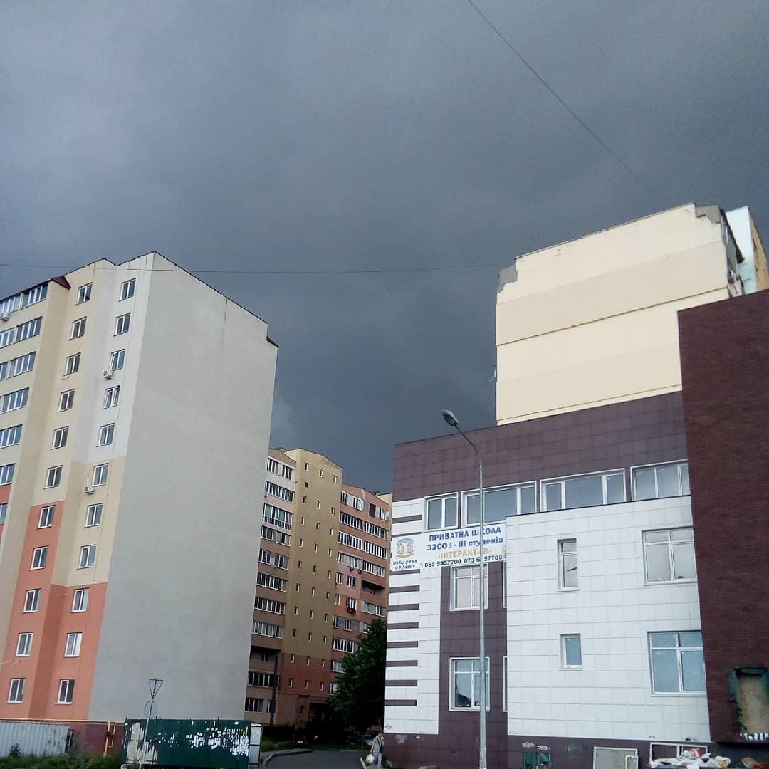 13 июня одесситы поделились снимками штормового неба. Фото: instagram.com/zeus_pizza_online