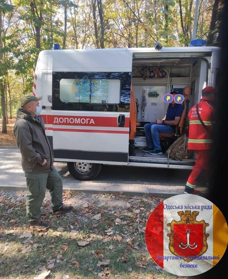 В одесском парке Победы мужчина потерял сознание от covid-19. Фото: Департамент безопасности Одесской области
