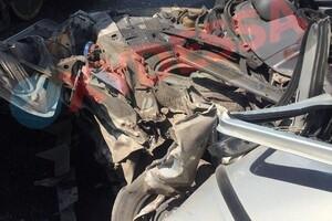 На Черемушках водитель легковушки въехал в трамвай: от машины остались обломки фото