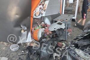 Пьяное ДТП: на Сегедской легковушка врезалась в микроавтобус и МАФ (обновлено) фото 1