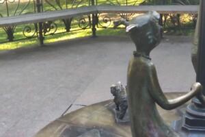 Отломали и унесли: из одесского Горсада пропала скульптура фото 1