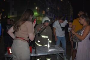 В Одессе горела высотка и пункт приема вторсырья: людей эвакуировали фото 2