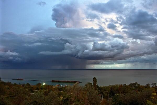 Грозовой фронт: смотри, как в Одессе разбушевалась непогода фото 4