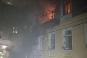В Одессе из горящей квартиры вынесли молодую девушку: она в тяжелом состоянии фото