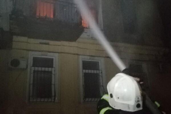 В Одессе из горящей квартиры вынесли молодую девушку: она в тяжелом состоянии фото 4