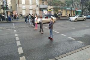 Без сна из-за круглосуточной дискотеки: одесситы перекрыли улицу фото