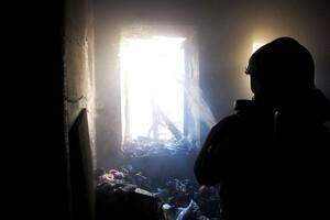 Языки пламени напугали прохожих: в центре Одессы горела квартира (обновлено) фото 1