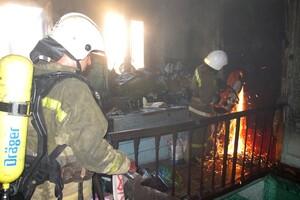 Языки пламени напугали прохожих: в центре Одессы горела квартира (обновлено) фото 2