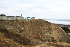 Завис на большой высоте: в Одессе спасли юного альпиниста фото 1