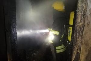 С ожогами и отравлением: на Черемушках при пожаре в квартире пострадала женщина  фото