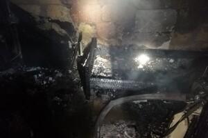 С ожогами и отравлением: на Черемушках при пожаре в квартире пострадала женщина  фото 1