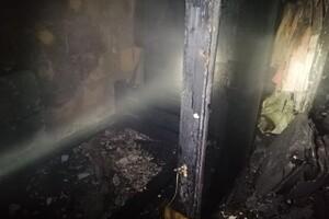 С ожогами и отравлением: на Черемушках при пожаре в квартире пострадала женщина  фото 2