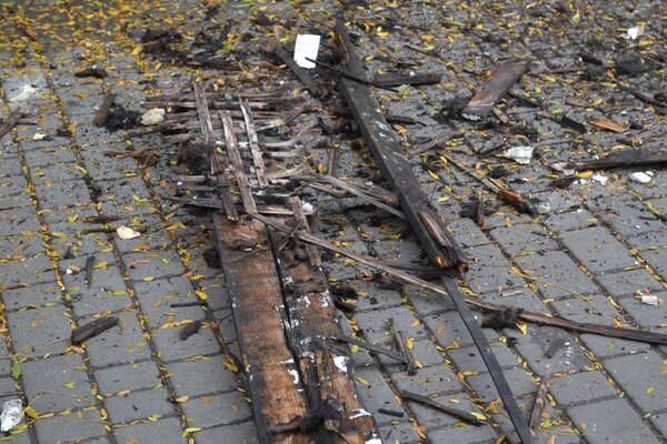 Очередное разрушение: в центре Одессы обвалился карниз старинного здания фото 2