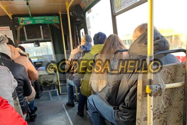 Не забудь надеть маску: в одесском транспорте ездят проверяющие фото 1