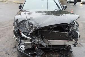 В центре Одессы произошло серьезное ДТП: авто отбросило на тротуар (обновлено) фото 1