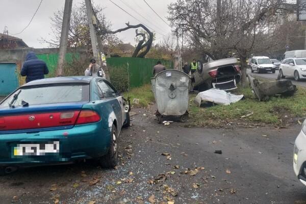 В ДТП на Таирова перевернулся автомобиль: есть пострадавшие фото 1