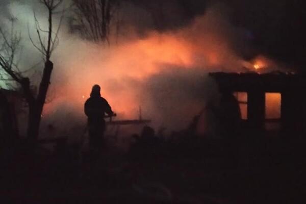 Жаркая ночь: под Одессой сгорели база отдыха и СТО фото 1