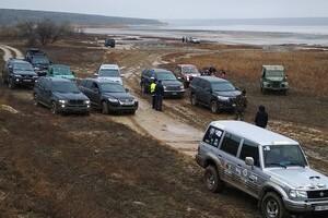 Впечатляющее зрелище: одесские автолюбители устроили заезд на Куяльнике фото
