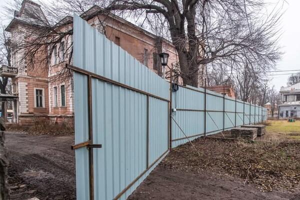 В Одессе обнесли забором дачу Маразли: там построят высотку фото 2