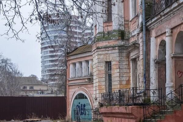 В Одессе обнесли забором дачу Маразли: там построят высотку фото 4