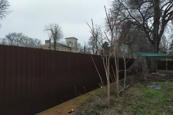 В Одессе обнесли забором дачу Маразли: там построят высотку фото 5