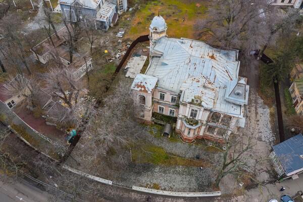 В Одессе обнесли забором дачу Маразли: там построят высотку фото