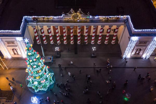Сотни новогодних огней: как выглядит новогодняя Одесса с высоты фото 1