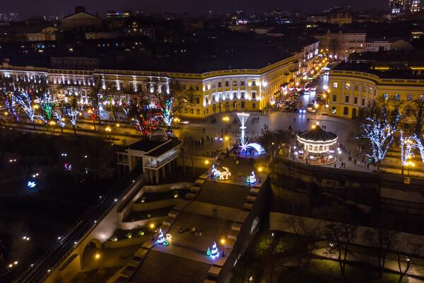 Сотни новогодних огней: как выглядит новогодняя Одесса с высоты фото 2