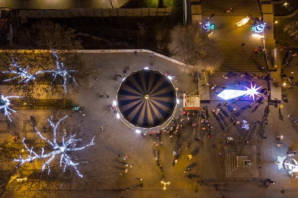 Сотни новогодних огней: как выглядит новогодняя Одесса с высоты фото 4