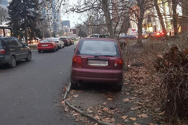 Я паркуюсь как: свежая фотоподборка наглых водителей в Одессе фото 2